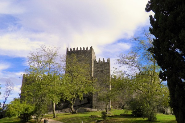 Guimaraes Castle by Essencia da Latitude