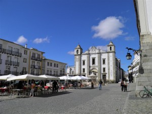 Évora-Giraldo-Square by Essencia da Latitude