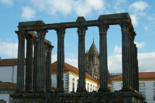 Évora, Roman Temple by Essencia da Latitude